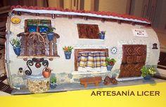 Decorar una teja es algo tan divertido como jugar a las casitas, hay que dejas volar la imaginación y las manos y ellas forman algo único, l... Clay Flower Pots, Roof Tiles, Miniature Houses, Fairy Land, Fairy Houses, Painted Rocks, Painted Tiles, Clay Art, Diy And Crafts