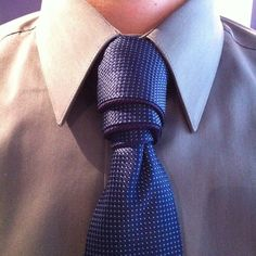 This is quickly becoming one of my favorite knots. It's quick to tie and not that many people rock it. The Van Wijk is a great knot for looking professional . Different Tie Knots, Tie The Knots, Nudo Windsor, Eldredge Knot, Fancy Tie, Tie A Necktie, Necktie Knots, Cool Ties, Tie Styles
