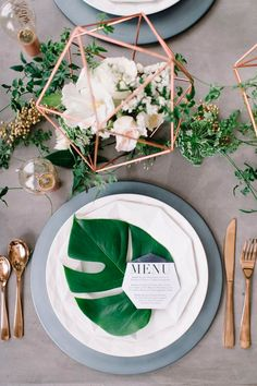 Take a look at 15 inspiring botanical wedding centerpieces in the photos below and get ideas for your wedding decoration! Muted Green Plants in Varied Glass Bottle Vases Wedding Places, Wedding Menu, 2017 Wedding, Destination Wedding, Wedding Bride, Diy Wedding, Wedding Reception, Hawaii Wedding, Gold Wedding
