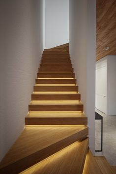 Staircase Design Modern, Luxury Staircase, Home Stairs Design, Interior Staircase, Dream Home Design, Modern Design, House Design, Stair Handrail, Stair Lighting