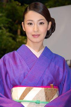 Japanese Icon, Japanese Beauty, Asian Beauty, Beautiful Asian Girls, Beautiful Women, Japan Woman, Beauty Around The World, Kimono Fabric, Japanese Outfits