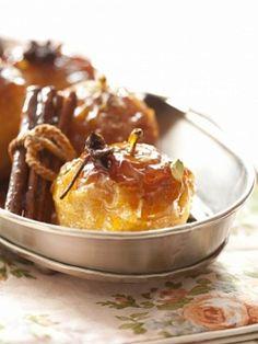 Печеные яблоки в пряном сиропе с орехами - фото рецепт