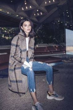 Latest Kendall Jenner Outfits And Street Style Ideas For Inspiration 40 Studio Portrait Photography, Kendall Jenner Outfits, Denim Fashion, Latest Fashion Trends, What To Wear, Cool Style, Celebrity Style, Normcore, Style Inspiration