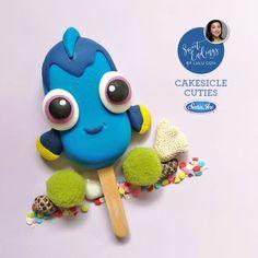 Dory inspired Cakesicle Cuties made with Satin Ice blue Mug Cupcake, Cupcake Cookies, Ice Cream Pops, Ice Pops, Oreos, Paletas Chocolate, Cake Pop Designs, Magnum Paleta, Cakepops
