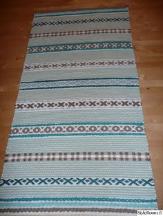 Carpet Decor, Textiles, Recycled Fabric, Woven Rug, Eye Candy, Projects To Try, Outdoor Blanket, Weaving, Home Decor