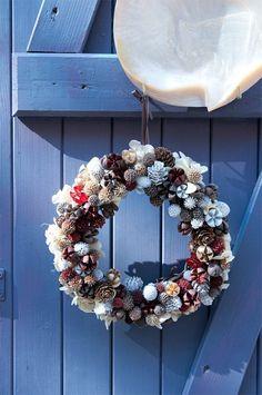 可愛らしいリースが玄関先に飾られているのを見るととても心が和むものです。可愛くお洒落に皆様を出迎えてくれる冬の代表的なアイテムを作ってみませんか?