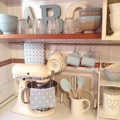 Un po' di azzurro in cucina Kitchen Cart, Kitchen Aid Mixer, Kitchenaid, Instagram Posts, Design, Home Decor, Kitchen Arrangement, Scene, Decoration Home