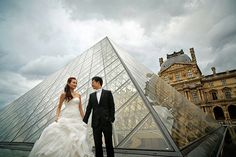 Engagement shoot at the Louvre in Paris // Lih Pin and Huiting's Parisian Pre-Wedding With an Elegantly Sensuous Berta Gown