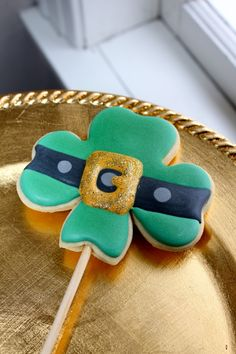 clover shaped Leprechaun cookies for St. Patrick's Day