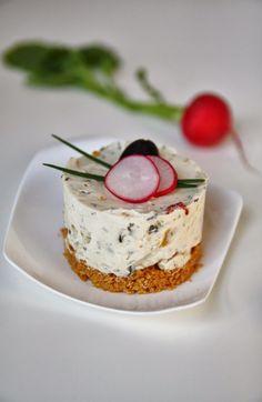 Mini cheesecake con peperoni e olive nere
