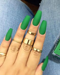 Long green matte nails for lady who want to be in trend. One more example of great effect of rings to the all look.
