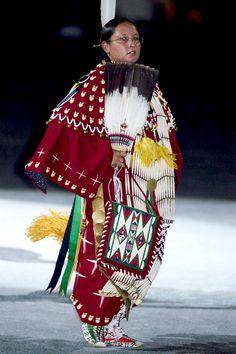 2005 Powwow by Smithsonian Institution, Native American Dress, Native American Regalia, Native American Women, Native American History, American Life, Powwow Regalia, Native Indian, Indian Art, Pow Wow