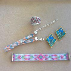 On tisse on tisse ... #jenfiledesperlesetjassume #potd #beadloom #peyote #brickstitch #ring #miyuki #delica #bracelet