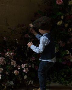 Visual poem: a child and flowers. Words not needed.  . . . . . #nabateaconceptstore #nabateastyle #flowerofinstagram #floweroftheday #beautifulmatters #abmlifeiscolorful #agamesoftones #inspiremyinstagram #bevisuallyinspired #createcommune #huffpostgram #wanderfulchildhood #darlingmovement #motherhood #forhappymoment #happyselves #heitermoments #natureelite #stayandwander #dreamcatcher #thechildrenoftheworld #instakids #raisingragamuffins #childphotography #momlife #champagne…
