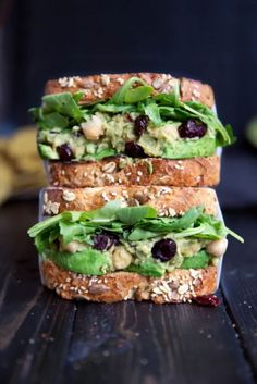 Smashed Chickpea Avocado Salad Sandwich with Cranberries + Lemon INCREDIBLE vegetarian smashed avocado chickpea salad sandwich. No mayo necessary thanks to the creamy, ripe avocado. Cranberries and lemon give it a nice sweet tang too! Clean Eating Recipes, Lunch Recipes, Whole Food Recipes, Vegan Recipes, Cooking Recipes, Healthy Eating, Healthy Food, Vegetarian Food, Dinner Recipes