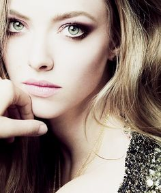 Amanda Seyfried's perfect simple smokey eye