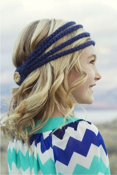 Picture of Simple cute crochet headband with video hair-styling tutorials