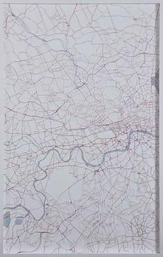 "Helen Pynor ""Thames 4"" (2010) Mapas recortados a mano. Medidas: 150x95 cm"