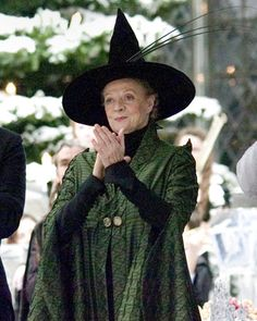 Minerva McGonagall played by Dame Maggie Smith in the Harry Potter series. The greatest fictional teacher in the world is also the greatest leading lady in Harry Potter. Harry Potter World, Mundo Harry Potter, Harry Potter Cast, Harry Potter Characters, Harry Potter Fancy Dress, Fictional Characters, Maggie Smith, Harry Potter Professors, Hogwarts Professors