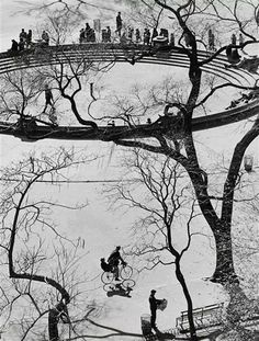 Andre ' Kertesz composition stye doesn't stop growing, Washington Square,NYC. History Of Photography, Modern Photography, Color Photography, Black And White Photography, Street Photography, Minimalist Photography, Andre Kertesz, Budapest, Photo D Art
