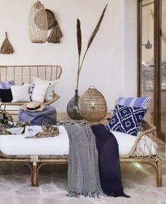 Terrasse bohème chic : idées et inspirations | My Blog Deco Interior Exterior, Interior Design, Cafe Interior, Ibiza Style Interior, Deco Boheme Chic, Ibiza Fashion, Decoration Inspiration, Rattan Furniture, Pergola Designs