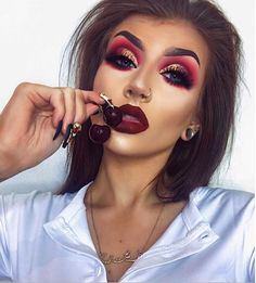 46 Amazing Party Makeup Looks to Try this Holiday Season Holiday makeup looks; promo makeup looks; wedding makeup looks; makeup looks for brown eyes; glam makeup looks. Party Makeup Looks, Holiday Makeup Looks, Glam Makeup Look, Wedding Makeup Looks, Christmas Makeup, Gorgeous Makeup, Pretty Makeup, Amazing Makeup, Fall Makeup Looks