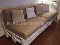 Best Tips: Grey Futon Leather black futon woods.Futon Ideas For Girls futon sofa side tables.Cute Futon I Want. Pallet Couch, Diy Pallet Furniture, Diy Couch, Futon Chair, Futon Mattress, Leather Futon, Diy Room Decor, Futons, Diy Furniture