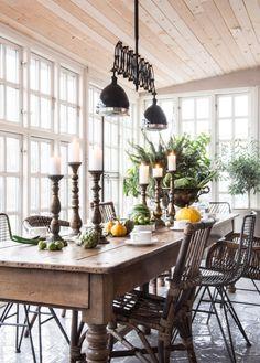 PLANETE DECO a homes world - Bienvenue sur mon blog qui regroupe les belles décos intérieures à travers le monde. Sunroom Dining, Kitchen Dinning, Dining Area, Dining Rooms, Decorating Your Home, Interior Decorating, Stil Inspiration, Cosy Interior, Scandinavian Interior