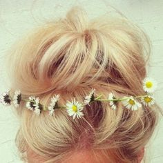 How to Chic: 12 NEW HAIRSTYLES TO TRY Daisy Crown #summerstyle