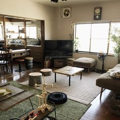 chiriさんの、切り株クッション,IKEA,オークション,フェイクグリーン,ニトリ,MoMonatural,ソファー,簡単DIY,テーブル,リビング,のお部屋写真