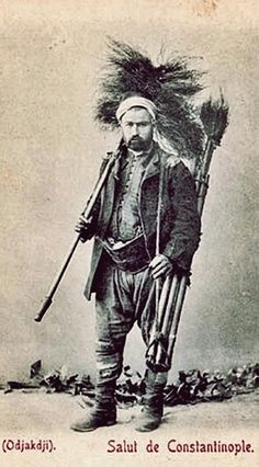 BACA TEMÍZLEYÍCÍSÍ (chimney sweep).  Also called: 'Ocakçı'.  Istanbul, 1900s.
