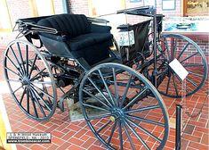 Duryea Motor Wagon, voiture routière de 1893  La Duryea Motor Wagon - buggy, cette voiture ancienne fut fabriquée en 1893, cette Duryea a une carrosserie ouvert à deux places, elle est la premi!ère voiture à rouler aux USA.