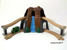 wooden train mountain - Hledat Googlem Cars Characters, Train Table, Wooden Train, Thomas The Tank, Brio, Thomas And Friends, New Toys, Cool Toys, Kids Playing