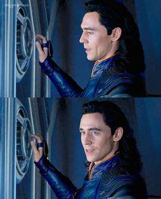 Thor ragnarok Thomas William Hiddleston, Tom Hiddleston Loki, Marvel Funny, Marvel Avengers, Loki Son, Tom Thomas, Loki Wallpaper, Loki God Of Mischief, Best Villains