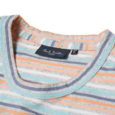 This simply styled 100% cotton tee from Paul Smith is a simple and effective take on an everyday basic, with an eye kept firmly on top quality detailing. Featuring an all over striped design, it has a split hem and is finished with a woven logo tab.  100% Cotton All Over Stripe Split Hem Woven Logo Tab