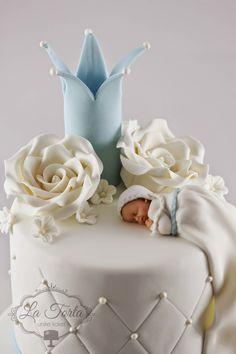 La Torta - unike kaker: Dåpskake - prins, lysblå og gull Baby Christening Cakes, Baby Cakes, Cake Decorating Designs, Sweet Treats, Food And Drink, Bolo Fake, Baby Shower, Gull, Baking