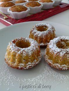 Buongiorno e buon lunedì. Una ciambellina zucca e mandorle e un caffè? Chi lo prende con me? #ciambelline #muffin #zucca #mandorle http://www.ipasticciditerry.com/ciambelline-e-muffin-zucca-e-mandorle/