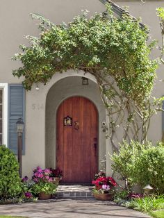 HGTV Magazine took a spin through Pasadena, Calif., and found charming houses that made the editors stop and stare. See the steal-worthy ideas.