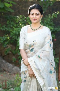 Anandhi Gorgeous in Saree Photos Beautiful Girl Indian, Most Beautiful Indian Actress, Beautiful Saree, Beautiful Eyes, Beautiful Women, Saree Blouse Patterns, Saree Blouse Designs, Cotton Saree Designs, Indian Girls Images