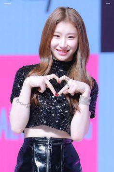 K-Pop Babe Pics – Photos of every single female singer in Korean Pop Music (K-Pop) K Pop, Kpop Girl Groups, Korean Girl Groups, Kpop Girls, Yongin, Comeback Stage, Rapper, Programa Musical, Fandom