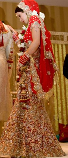 Wunderschöne Punjabi-Braut in Rot - New Ideas Sikh Wedding, Punjabi Wedding, Indian Wedding Outfits, Bridal Outfits, Wedding Attire, Indian Outfits, Bridal Dresses, Indian Weddings, Punjabi Bride