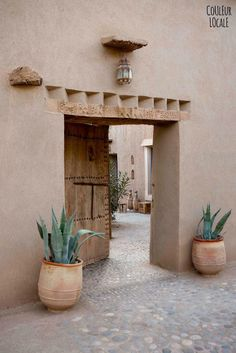 A beautiful Moroccan home decorated by Couleur Locale (Vosgesparis) - House Architecture Design Exterior, Interior And Exterior, Riad Marrakech, Marrakesh, Adobe House, Hacienda Style, Desert Homes, Moroccan Decor, Moroccan Interiors