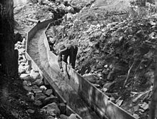 Wooden gold sluice in California between 1890 and - California Gold Rush - Wikipedia Gold Sluice, Gold Miners, Gold Prospecting, Nevada City, Sierra Nevada, Old West, Northern California, Bodie California, Old Photos
