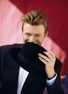 A sophisticated Bowie-in all of his wierdness, he is still one of the great legends.
