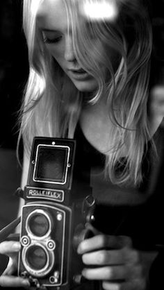 Drool. I'd love to add an old Rollie to my collection of vintage cameras. :)