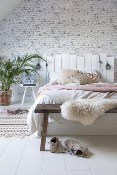 DIY bed headboard https://www.vtwonen.nl/inspiratie/diy/maak-hem-zelf-hoofdbord-voor-achter-het-bed/