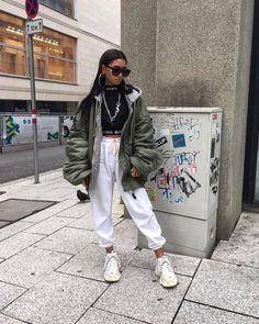 simple minimalistic less is more minimal ladies lady women stylish urban culture look trend styles streetwear chic street fashion fashionable casual jeans 863072716070346916 Moda Streetwear, Streetwear Fashion, Streetwear Clothing, Streetwear Jeans, Look Fashion, Fashion Outfits, Fashion Trends, 80s Fashion, Define Fashion