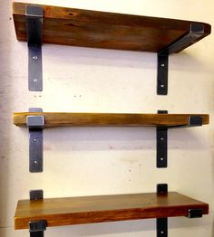 Prateleira rustica em ferro e madeira