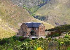 Mooi in McGregor, by Boesmanskloof Eagle's Nest. Holiday Places, Holiday Destinations, Eagle Nest, Hiking Photography, Off Road Adventure, Family Road Trips, Modern Buildings, Beautiful Space, Viera