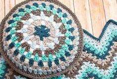 10 Free Gorgeous Pillow Crochet Patterns---Round Granny Pillow Free Crochet Pattern